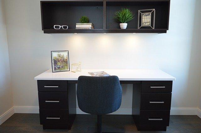 Schreibtisch für Heimarbeit